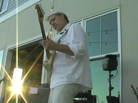 Stuart Redd plays live.